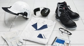 Helmet, ear protection caps, safety shoes, safety gloves, working clothing, safety glasses, CD-ROM containing LIPROTECT basic infos.